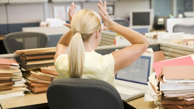 Estresse no trabalho: Saiba os sintomas e as suas consequências