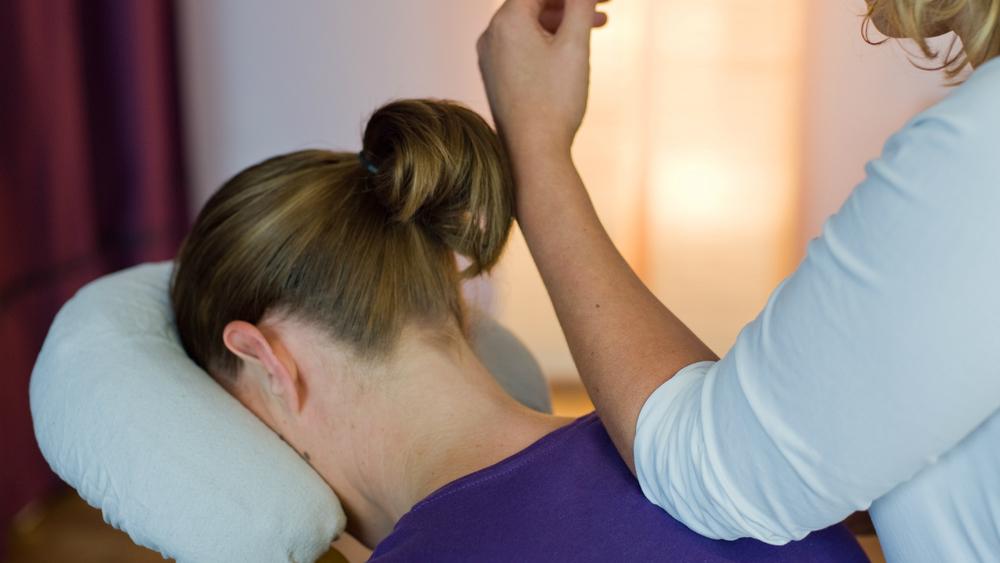 Shiatsu ou Abhyanga? Entenda as vantagens desses dois tipos de massagem