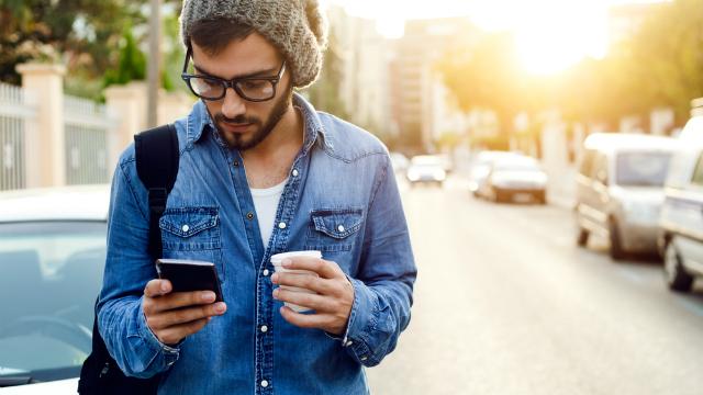 Como a maneira que você usa seu celular pode impactar na sua postura?