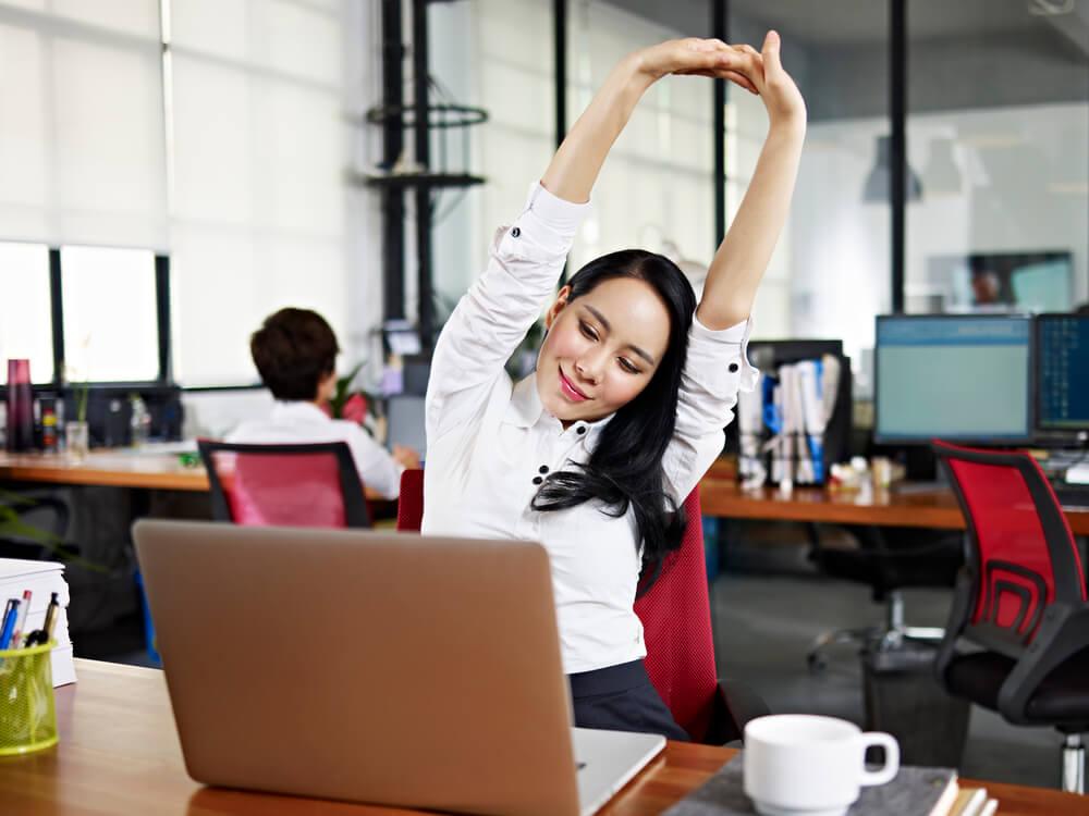 7 tipos de alongamento para aliviar a tensão no trabalho