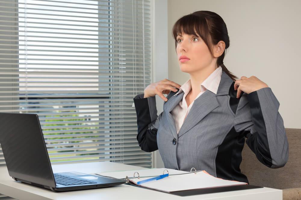 Como melhorar a postura no trabalho? Conheça 5 práticas